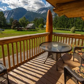 Bella Coola Grizzly Tours & Adventure Resort Inc